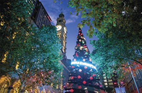 458x300x152404-56-Christmas-Light_Destination-NSW_Mandatory-Credit-916x600.jpg.pagespeed.ic.7veVp3JFjX