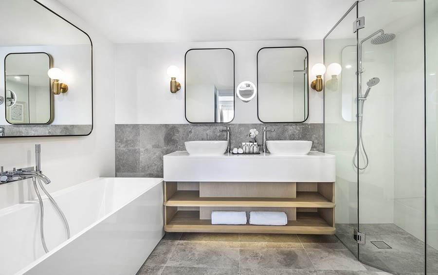 Seaside Suit bathroom │ Crowne Plaza Sydney Coogee Beach