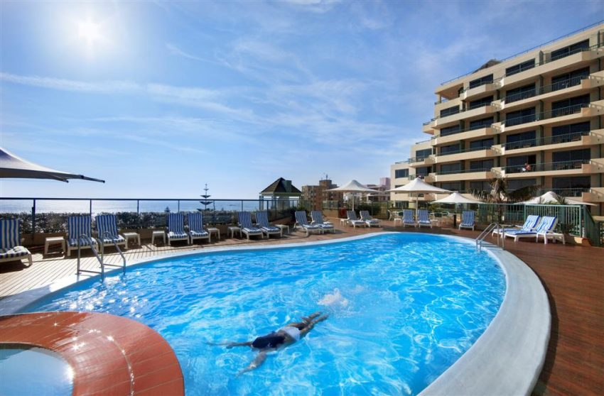 Hotel Pool_Coogee Beach Views_Crowne Plaza Coogee Beach