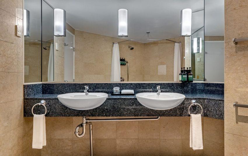Classic Ocean View Suite Bathroom_1024x643