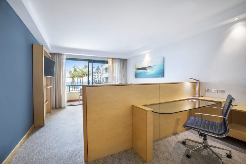 King Pool View Room | Crowne Plaza Sydney Coogee Beach