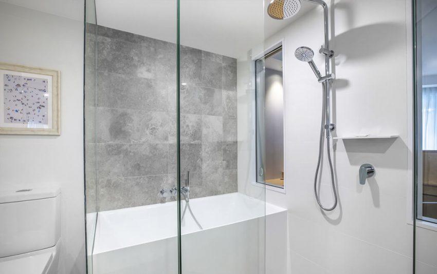 New Superior Ocean View Suite Bathroom_1024x643