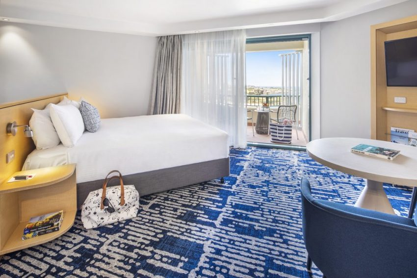 Ocean Front Suite | Crowne Plaza Sydney Coogee Beach