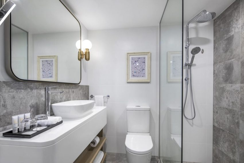 Guest Bathroom | Crowne Plaza Sydney Coogee Beach