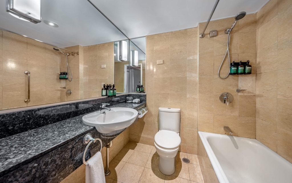 Village Existing KNGN TDBN_Pool Existing KFTN TFTN_Ocean View Existing KVUN TVUN_Ocean Front Existing KLON TLON_Bathroom2_Crowne Plaza Sydney Coogee Beach_LR